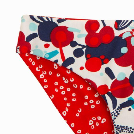 11280649-tuctuc-magio-bikini-koritsi-dio-opseon-lost-ocean-kokkino